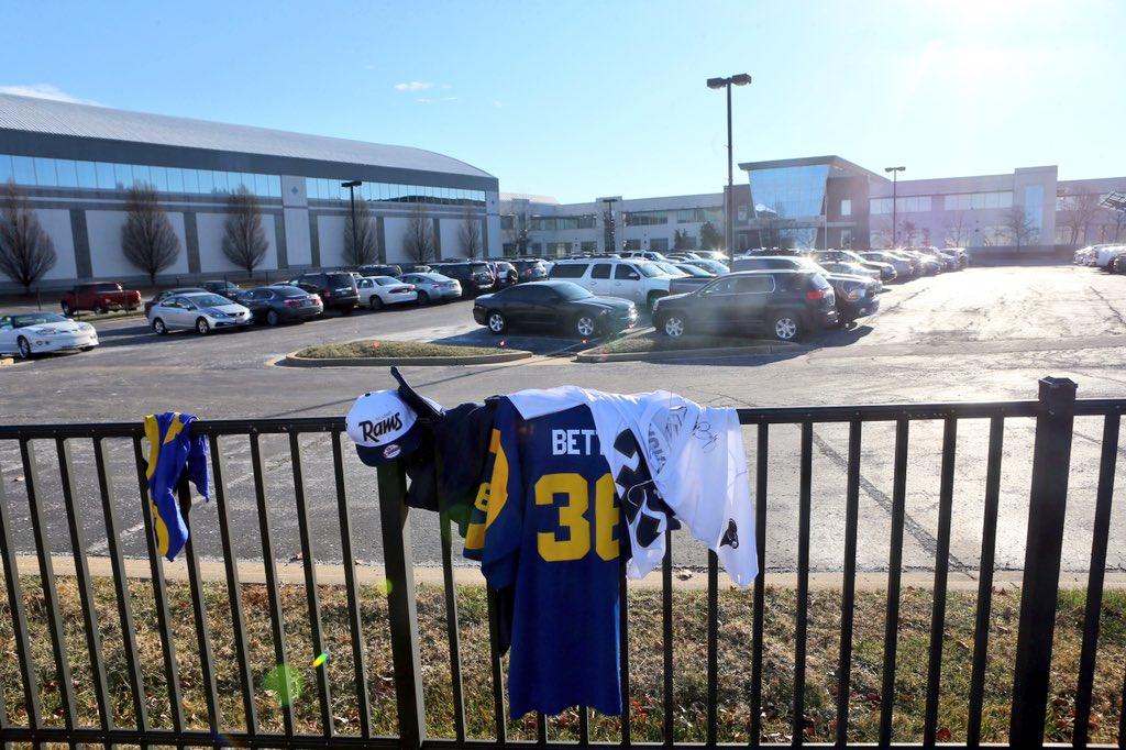 St. Louis Rams fans dropped off jerseys at Rams Park, no fans out here now https://t.co/eiQegdQQC8