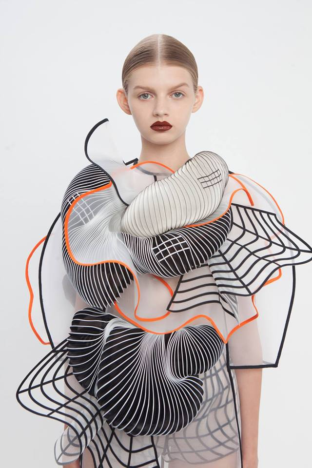 "Tel Aviv fashion designer @raviv_noa talks 3D-printing ""Design Conversation"" at @modatl 2/7 https://t.co/ZDnrzISqgK https://t.co/52tgC3bCFa"