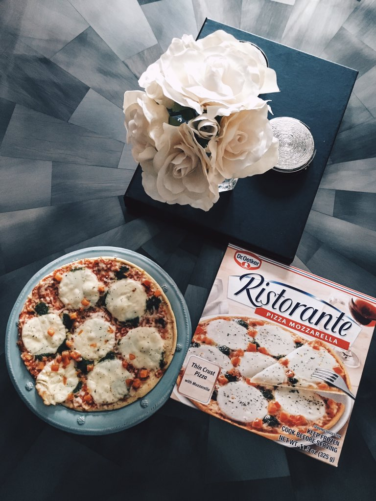 Finally got Alena down so it's time to treat myself with some delicious @ristoranteusa :) #MeTime #MomsOffDuty #ad https://t.co/ABoRxMxgBx