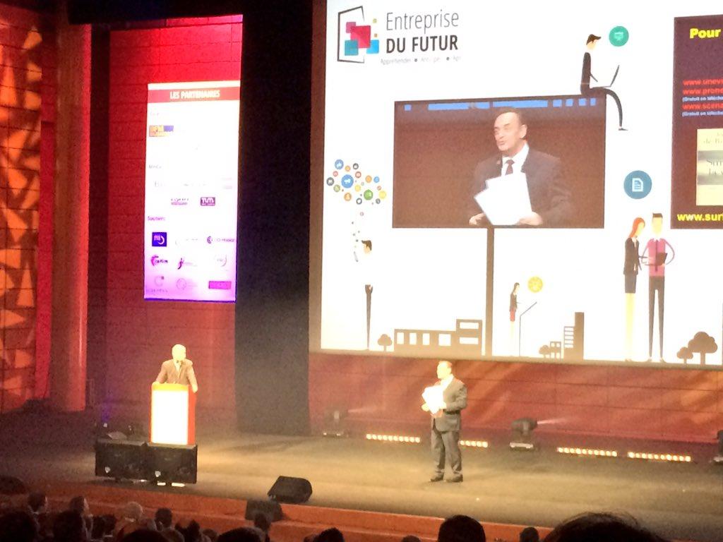 """#EDFutur - """"Le #numérique n'est pas l'usage d'outils, mais une réelle culture à adopter"""" @derosnayjoel https://t.co/gMedhjQ0hR"""