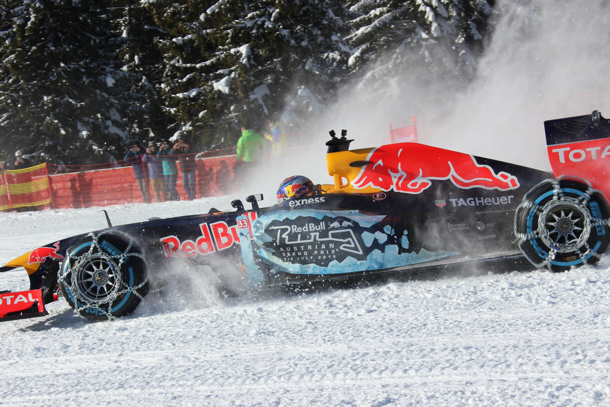 Formel 1 Showrun am #Hahnenkamm #Kitzbühel https://t.co/fyxOwcRLM8
