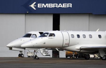 - @embraer entrega 33 jatos comerciais e 45 executivos no 4o tri; cumpre previsão para 2015 https://t.co/Wn9Xp1PqeG https://t.co/NdmDdCsMlz