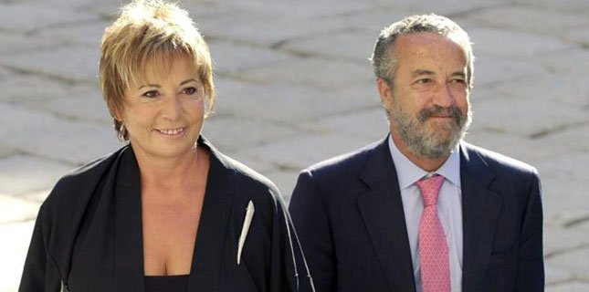 ¿Celia Villalobos habla de rastas para olvidar que su marido sale en los papeles de Bárcenas?https://t.co/GUsvx8ahG0 https://t.co/CB4ACnKXP1