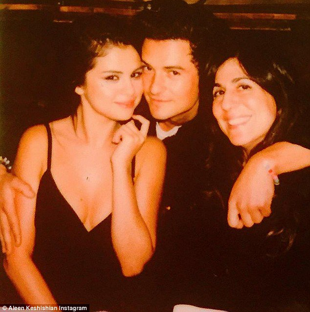 Selena Gomez gets cozy with Orlando Bloom & we\re not too sure Justin will be happy about it