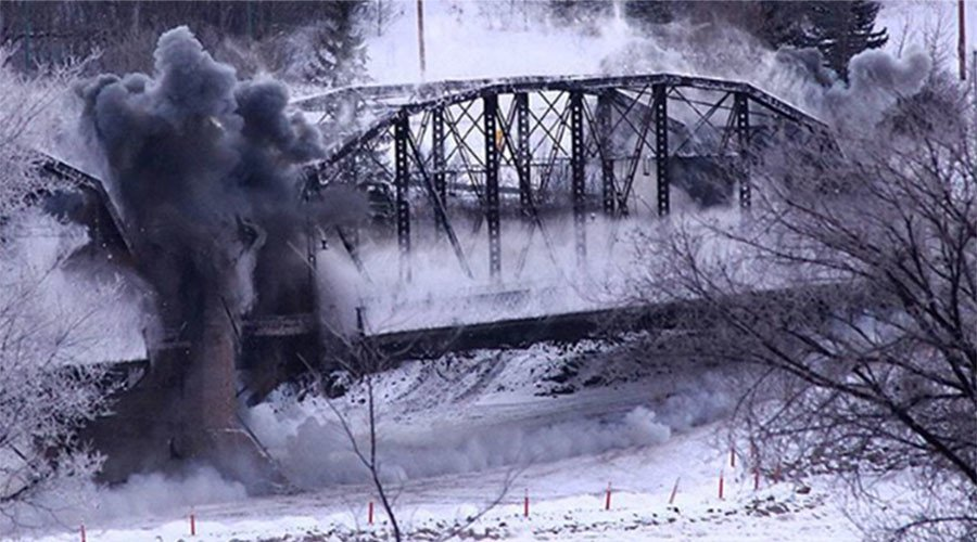 VIRAL: Canadian bridge collapse turns into mass entertainment (VIDEO)