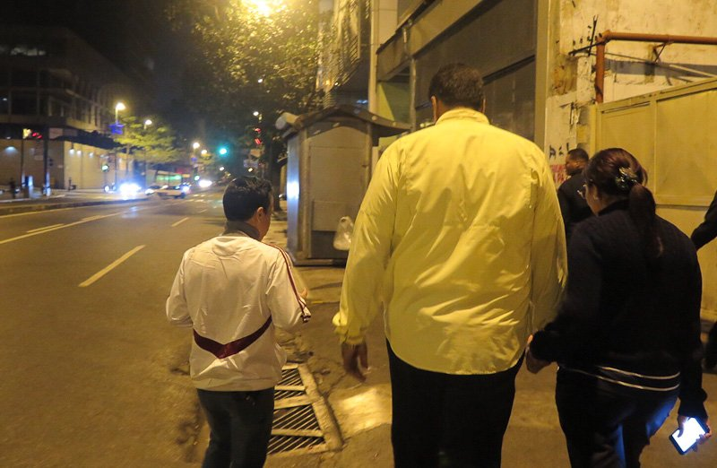 FOTOS: Pdte .@NicolasMaduro en caminata por la avenida Urdaneta, tras jornada de trabajo en Miraflores este jueves https://t.co/zUWMxe4eWZ