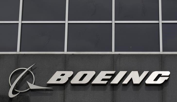 Boeing sets sights on $2 billion United small jets order: sources