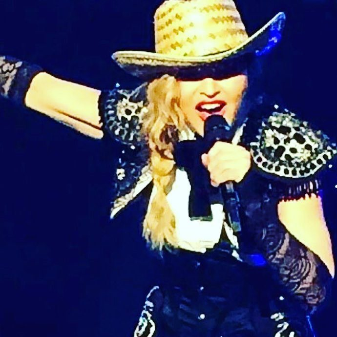 Thanks for having us Tulsa!!! Don't ever tell me to stop‼️. ❤️ #rebelhearttour https://t.co/q3xZDUp4oR
