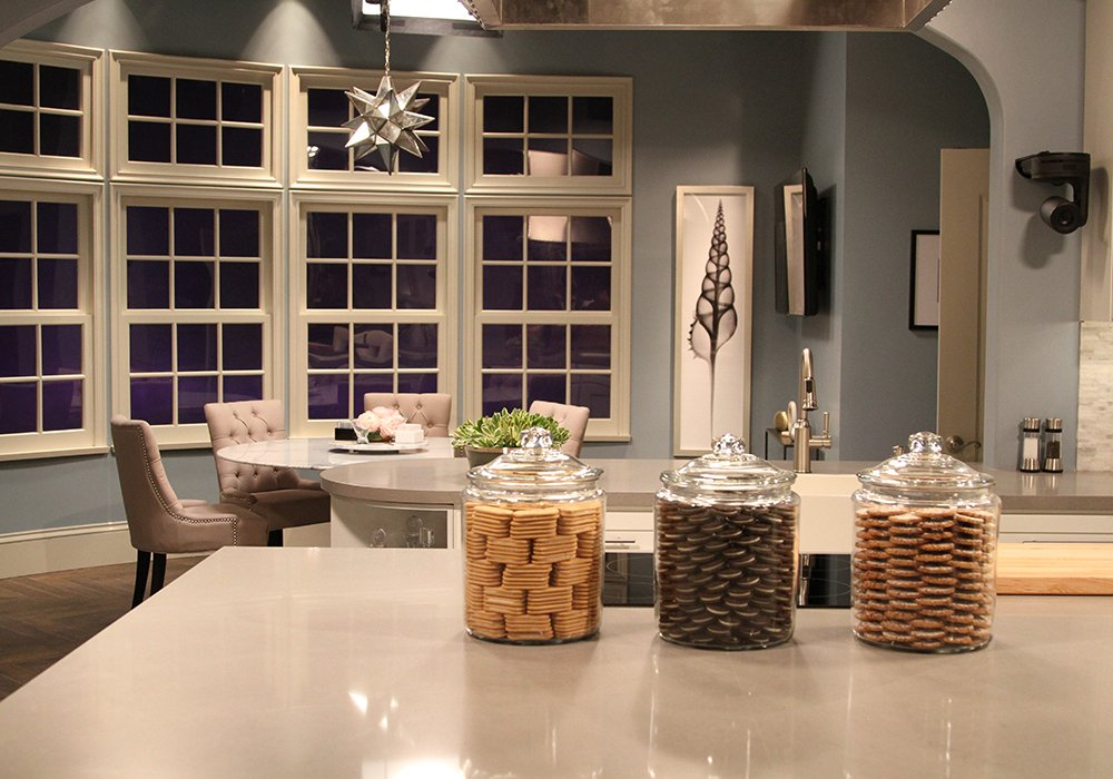 Sneak peek of the gorgeous set of #KocktailsWithKhloe on @FYI! Our countertops are ready for some #kocktails! https://t.co/2OI1KtYlGt