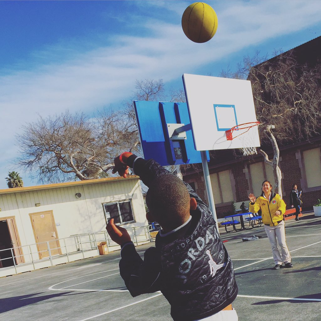Putting our new @LAClippers courts to use at 109th Street School; he nailed 3 after 3 after 3! #FutureClipper https://t.co/zrLsgsTrSy