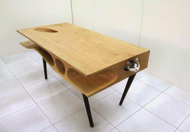 """デスクも作ってほしい 膝が重い  RT @buddhobhagavan 香港の猫好きアーティストがデザインした、猫がテーブルの上に乗ってきにくくしつつ、近くに居れるという""""CATable""""。 https://t.co/Y4v42VJpSM"""