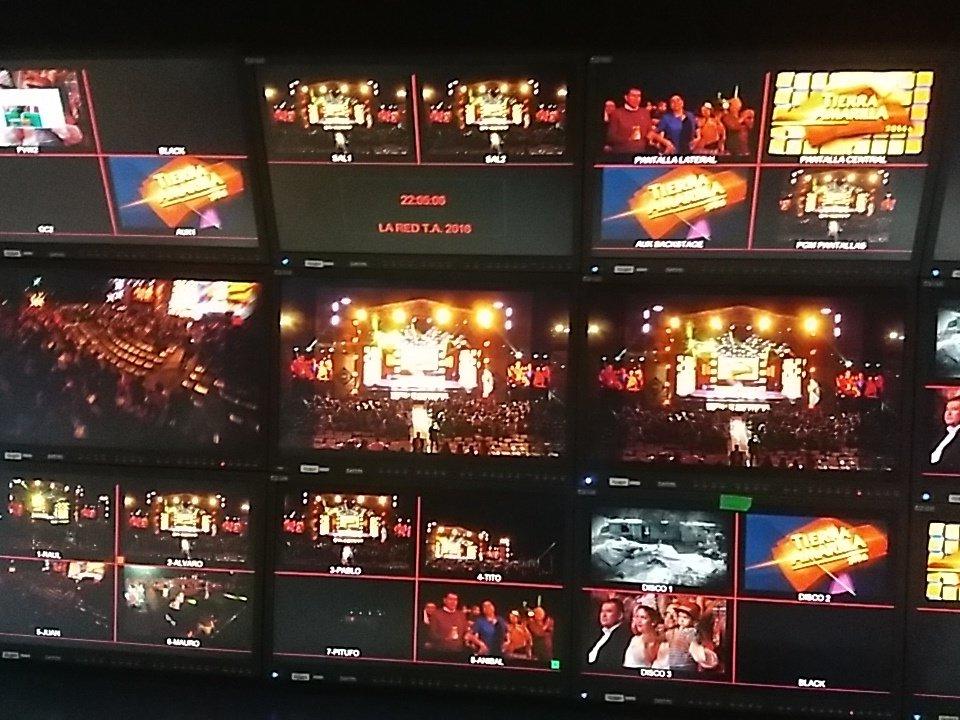 A las 22.30 por @LaRedTV comienza #TierraAmarillaEnLaRed RT!! https://t.co/xgvF245igc