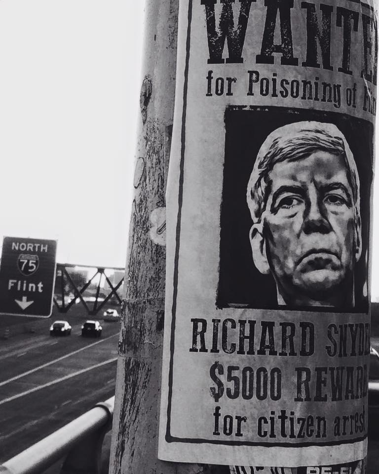 Seen around Detroit today. #ArrestGovSnyder @charlielangton @ryanjstanton @nirajwarikoo @FOX2News @DetroitNews https://t.co/QhxbiKcGZZ