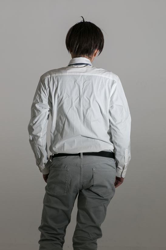 厚底やインソで身長を盛っても、胴が短いと男性っぽく見えない。男性体型に見せるには、兎にも角にも腰パン…