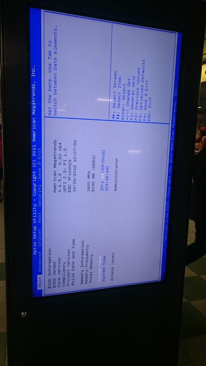 六本木駅のデジタルサイネージの一個が、BIOS画面になってた。 一画面毎に個別のPCなのか。 https://t.co/5cyo7iqbnc