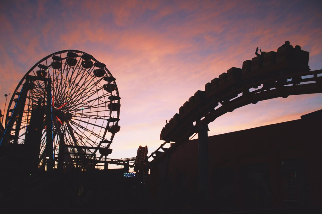 This #SantaMonicaSunset has it all for one beautiful way to end the week! RT @Capsize: Santa Monica sunset