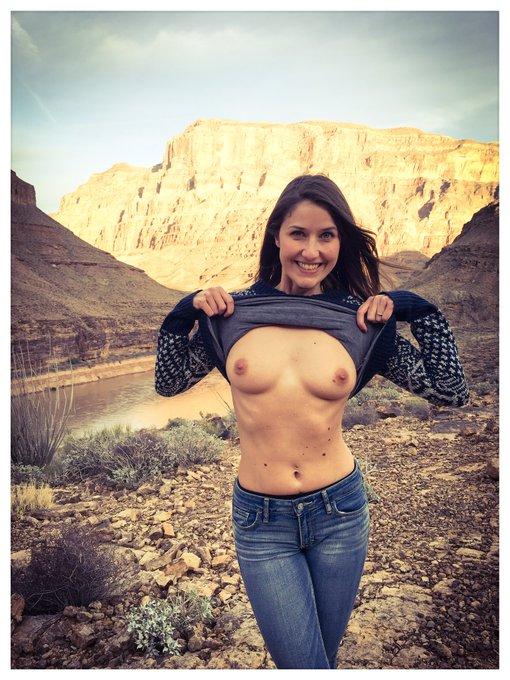 #flashboobs dans le #GrandCanyon ? yiiiha ! bonjour les loulous ! #flashing #tits #boobies #topless #lasvegas
