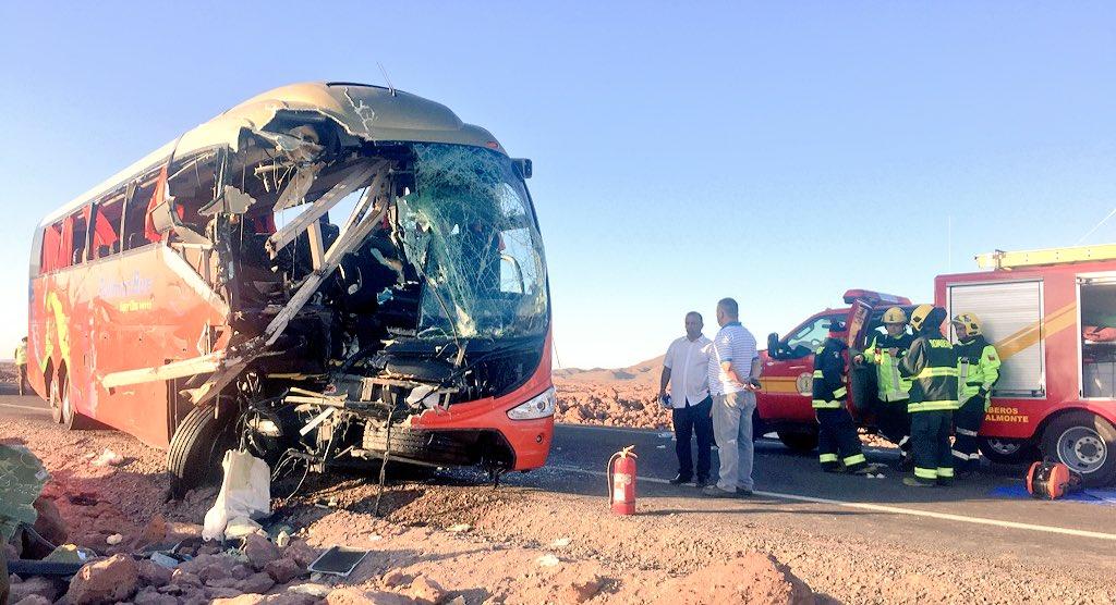 [POZO ALMONTE]: Seis personas fallecidas, 15 heridos graves y 20 lesionados en Ruta 5 km 1765 (#Iquique) @biobio https://t.co/918gpspVHu