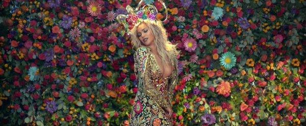 #beyonce wearing #laureldewitt #crown in #coldplay #HymnForTheWeekend https://t.co/d9H3vDUPWZ