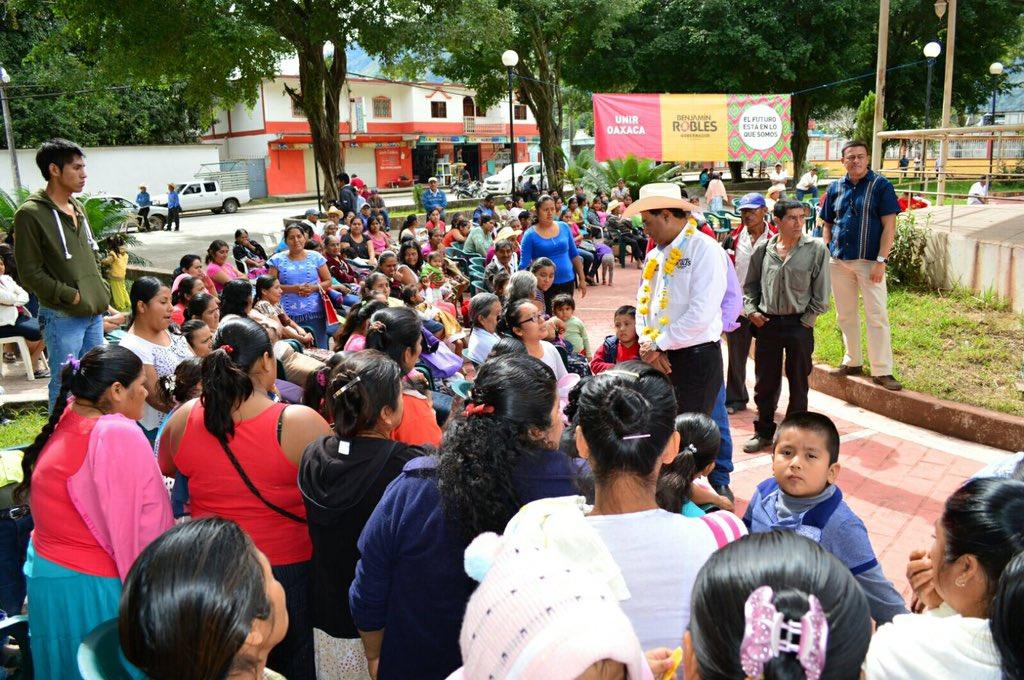 Este viernes inicié mi recorrido en San Felipe Usila, en la Cuenca del Papaloapan, ante militantes y simpatizantes https://t.co/VDSsGD1PBZ