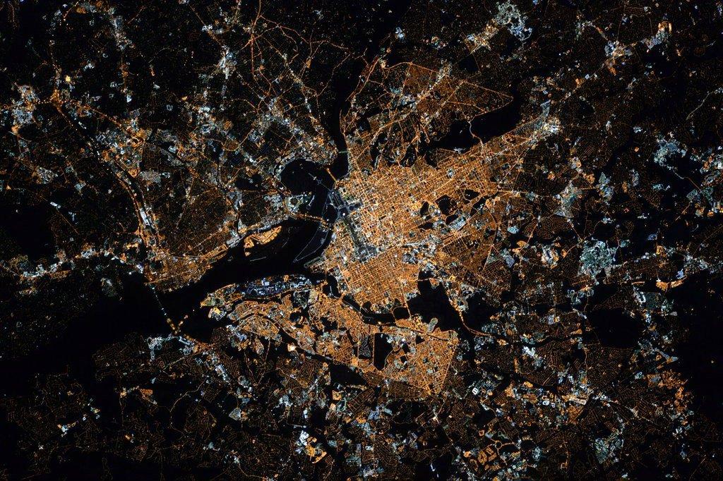 D.C. got its picture taken by astronaut Scott Kelly https://t.co/Fnz4NgKkua https://t.co/HL1lZSdYdG