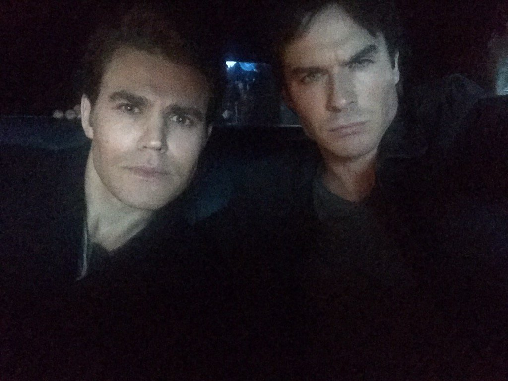 RT @iansomerhalder: Live from Daman Salvatore's car on the set 7:52 PM https://t.co/aPxNBtqYxG
