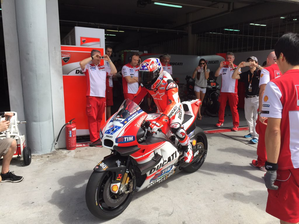 .@Official_CS27 Back on Red #forzaducati #MotoGP https://t.co/h1OfbHs6W2