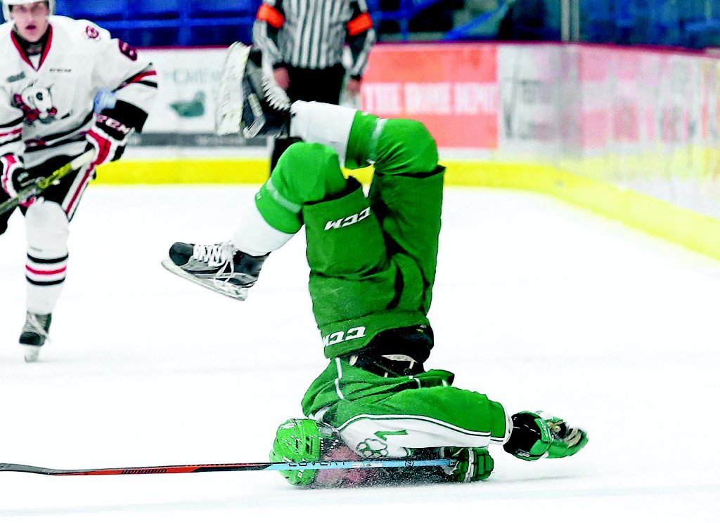 Best hockey photo ever? John Lappa from Sudbury Star snapped this tonight. https://t.co/1GVzzi2r3h