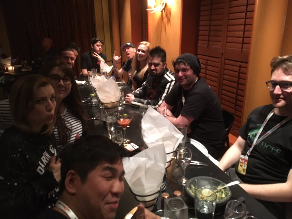 Dat @YouTubeGaming dinnah w/ @AngryJoeShow @stacysays @Strawburry17 @TreesicleTeam @Clintus !! https://t.co/b0zZ1ZxAaC