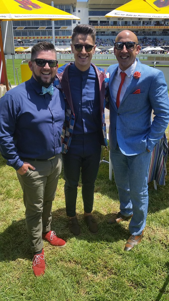 Living it up at the Met w @AfternoonChat presenter @danilo_acquisto & World famous comedian @DalinOliver #JBMet2016 https://t.co/nEJrgU9I4N