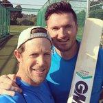 Bit of batting practice with the legend (jumping Jonty) @JontyRhodes8 @MCL2020UAE @Virgo_MCL2020 https://t.co/uiX4KZmjWy