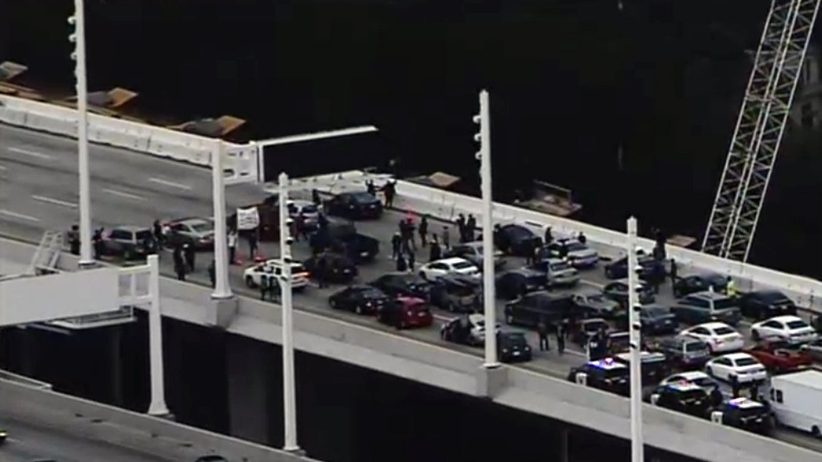 #BREAKING LIVE VIDEO: Martin Luther King Day protesters halt traffic on the Bay Bridge. https://t.co/Gq0mkXEhkE https://t.co/Nl2wHaWGN1