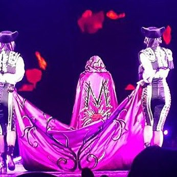 The Royal March in Nashville????????????. ❤️ #rebelhearttour https://t.co/wzhzUdKeLB