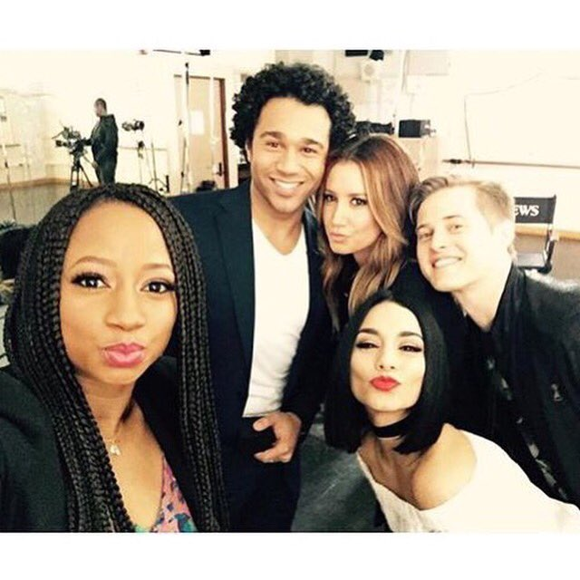 """#HSM cast, reunited for the @GMA cameras!  """"it's so crazy that it was 10 years ago."""" - Vanessa Hudgens https://t.co/AjiCxCSyM6"""