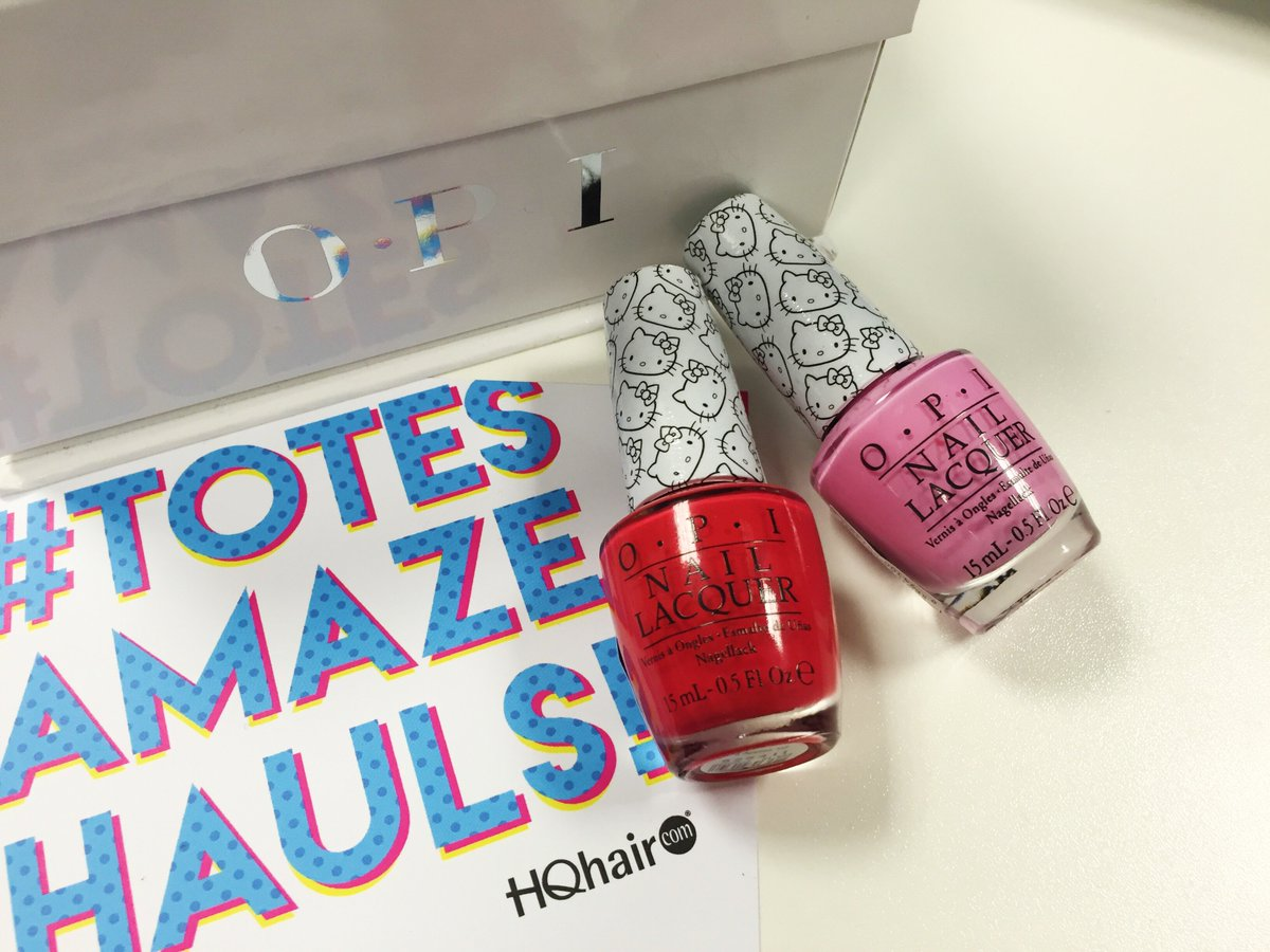 ⚡ FLASH GIVEAWAY! ⚡ #win '5 Apples Tall' & 'Look At My Bow!' from OPI's Hello Kitty range! RT & follow to win!