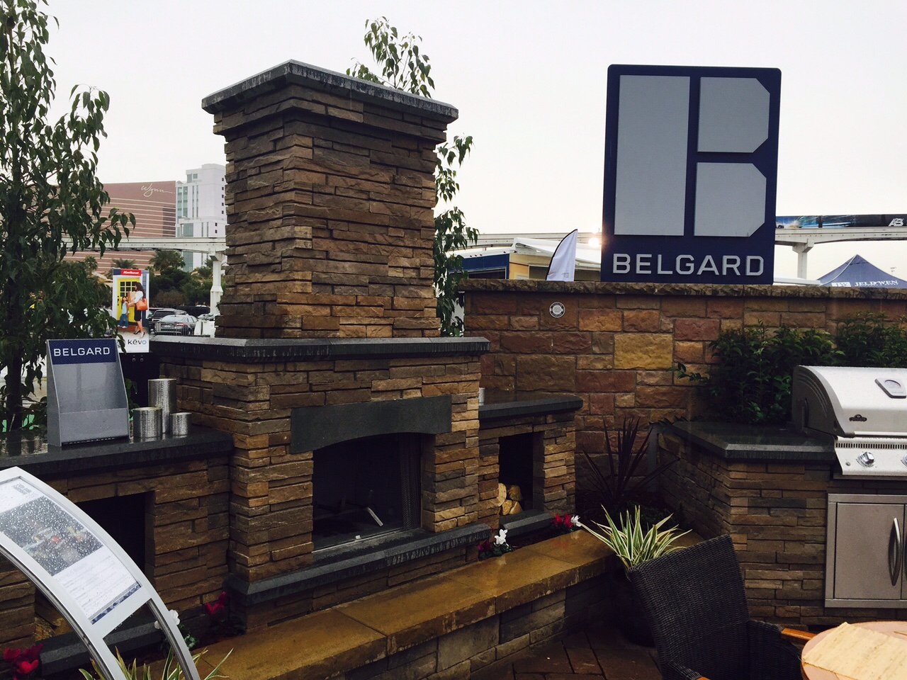 Bordeaux Grill Islands, Fireplaces & Brick Ovens will make your #outdoorlivingspace the ultimate spot! #IBSVegas! https://t.co/Y7zzF09JEP