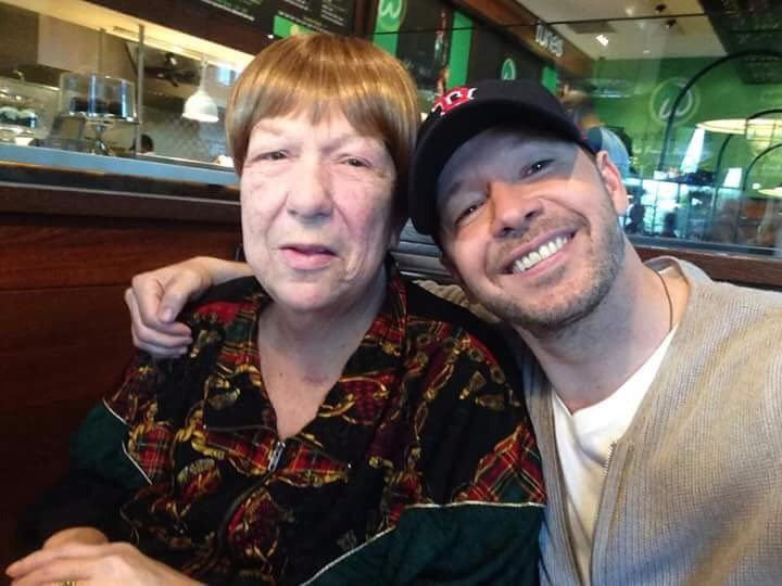@DonnieWahlberg @JennyMcCarthy she past away #Rip https://t.co/wKh1SeAgVj