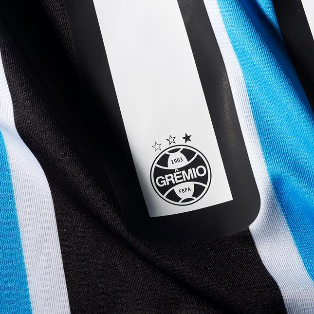 Detalhes da nova camisa do Grêmio Foot-Ball para a temporada 2016. O lançamento oficial será neste sábado (23). https://t.co/JbgZLxM1mT