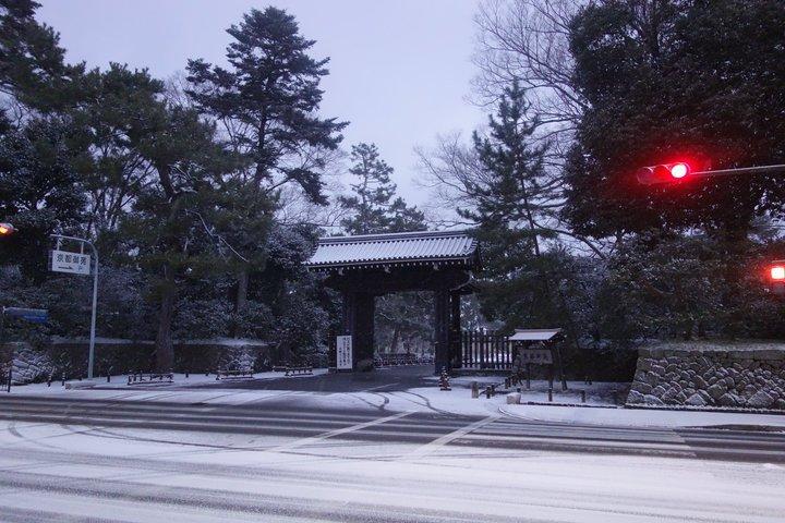 おはようございます。本日の京都市内は積雪のために足元が悪くなっています。通勤・通学の方はご注意下さい。 https://t.co/yfsXkfRdW0
