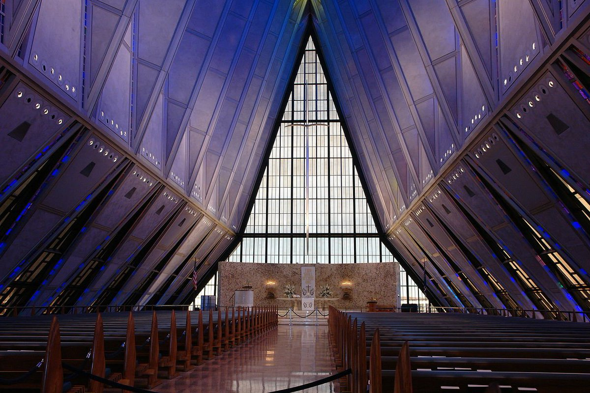 There are many beautiful buildings in CO — but @AF_Academy has the most beautiful. Inside: https://t.co/tRnVEz6U9m https://t.co/mi31fhqkqO
