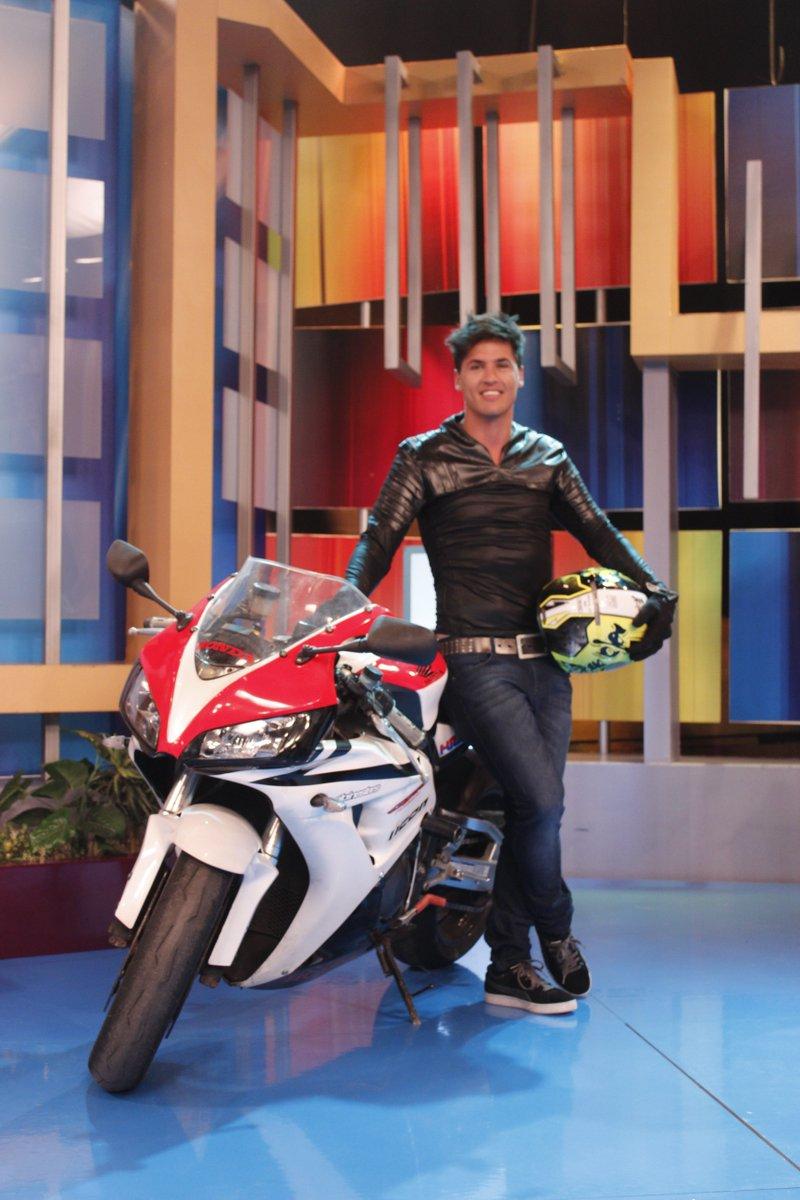 ¡Coco Maggio nuevo conductor de Combate! Comenta con los HT #CocoMaggioEnHAT y #HolaATodos https://t.co/gtw7oJtL4R