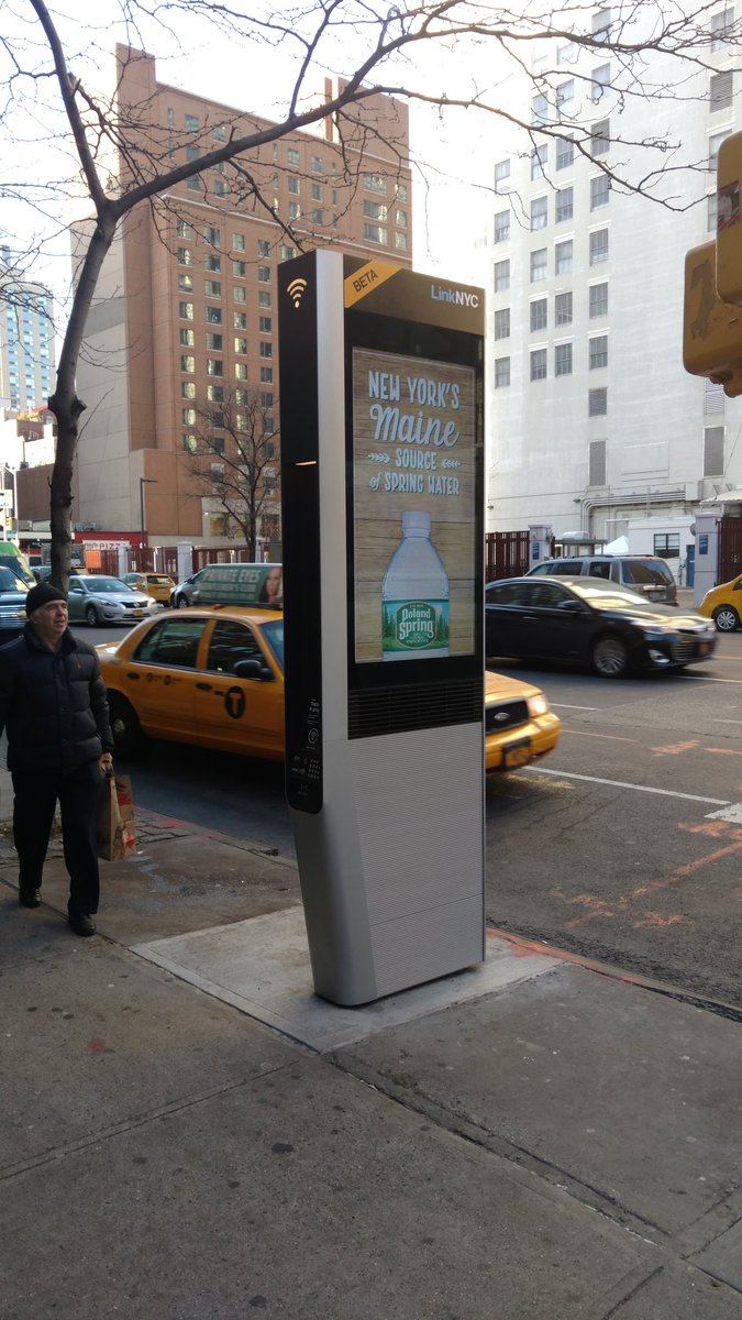 New free WiFi stations in NYC. 50+ Mbps, USB charging, touchscreens with maps. Great use of former pay phone pods. https://t.co/0wkMiibKI6