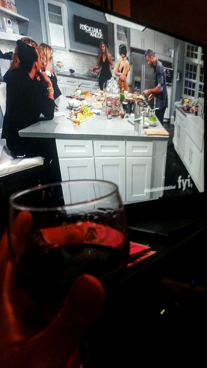 RT @KaylaAndreaKane: @khloekardashian enjoying my wine with you tonighy! #KocktailsWithKhloe #kardashians #kocktails https://t.co/piaOsPNDh8