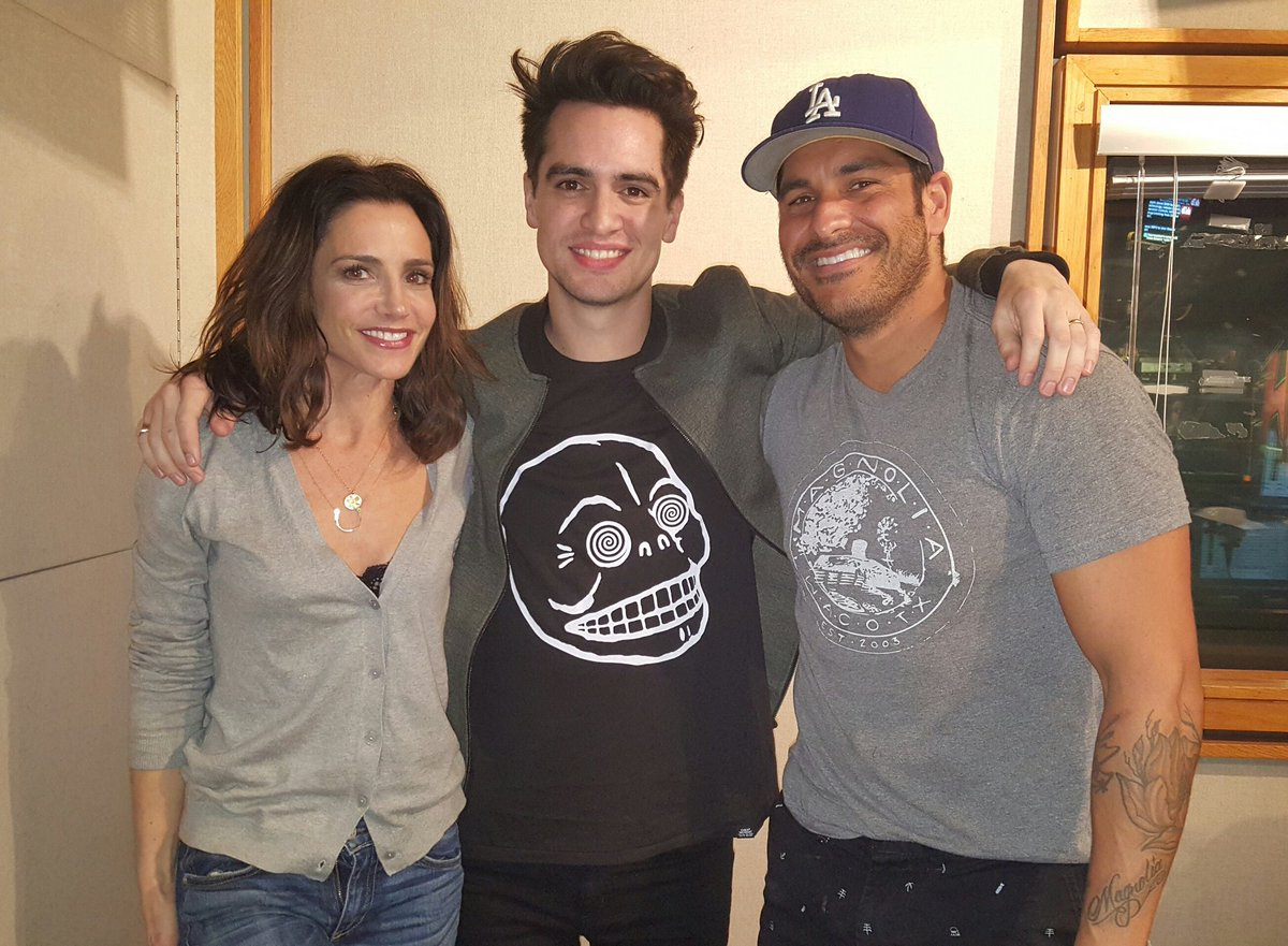 Always such a great guest! @brendonurie @PanicAtTheDisco stopped by to talk about the new album Death of a Bachelor https://t.co/fvCFkJUPDa