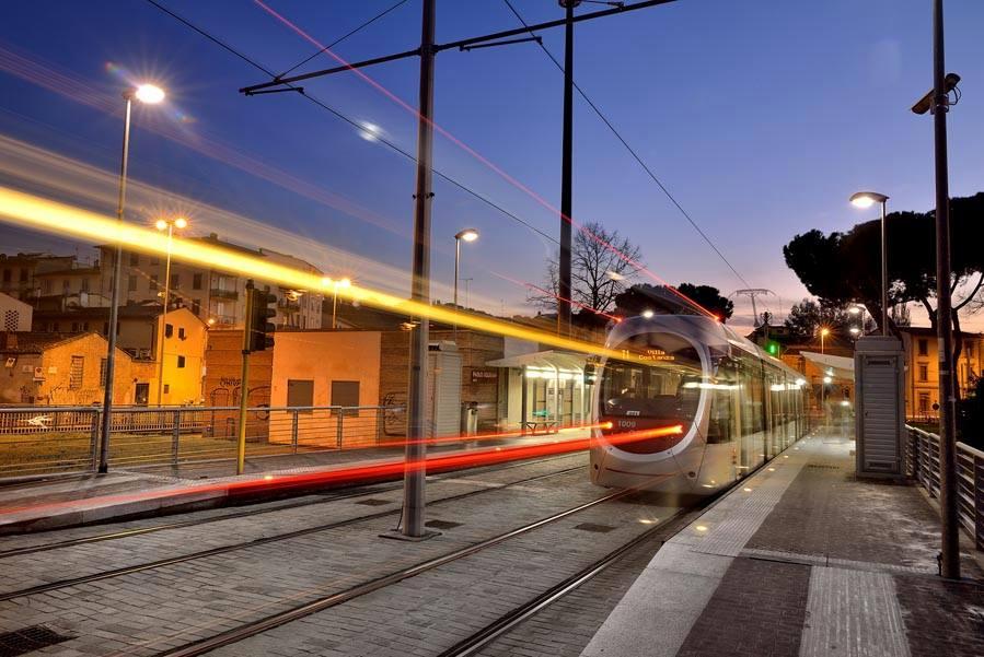 "RT @ReporterFirenze: La tramvia vien di notte,tutti i weekend https://t.co/FTGb22ntTl  #Firenze @comunefi @comunescandicci @SandroFallani h…<a target=""_blank"" href=""https://t.co/Wh8OyyMxrd""><br><b>Vai a Twitter<b></a>"