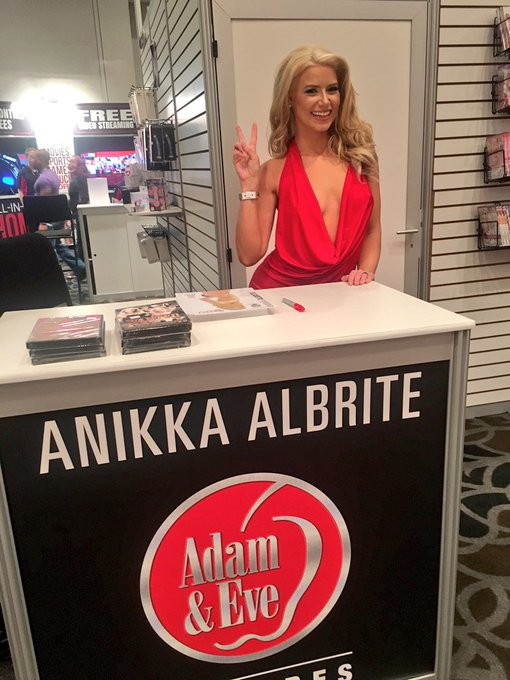 1 pic. 1st day of @AEexpo at @adamevestore @AVNMediaNetwork part 1!  #AVN #AEE #AlbriteArmy #AlbriteAngels