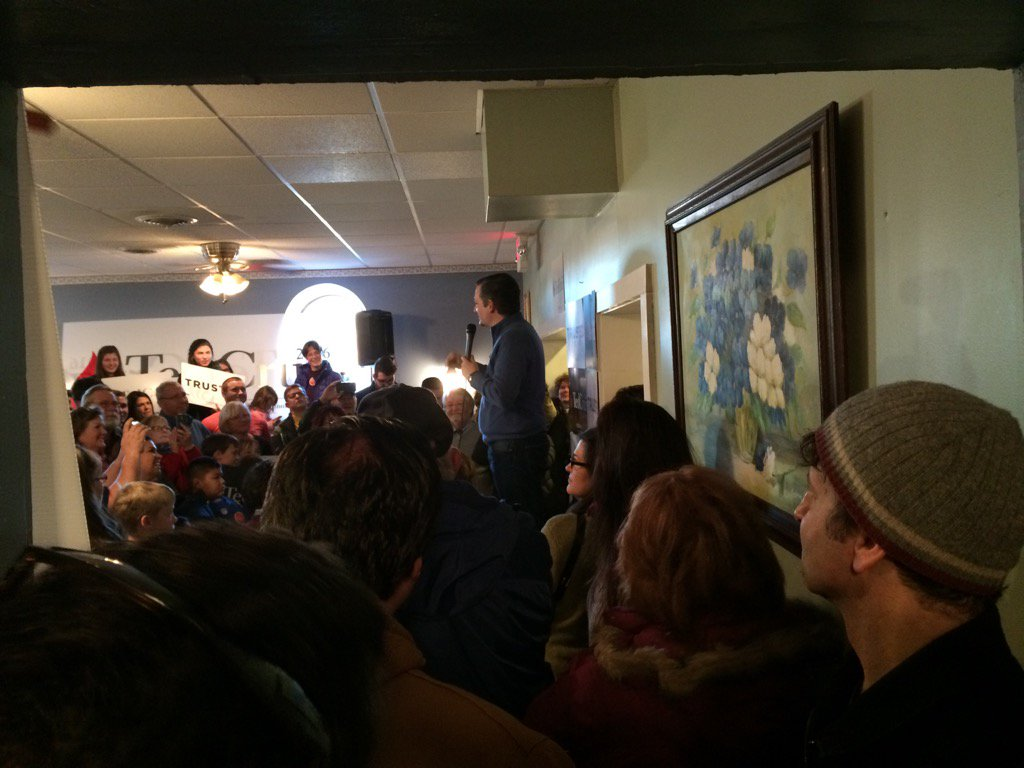 .@tedcruz wrapping up 5 day NH bus tour at Theo's in Manchester #fitn #nhpolitics  https://t.co/patirpyw3P via @jdistaso