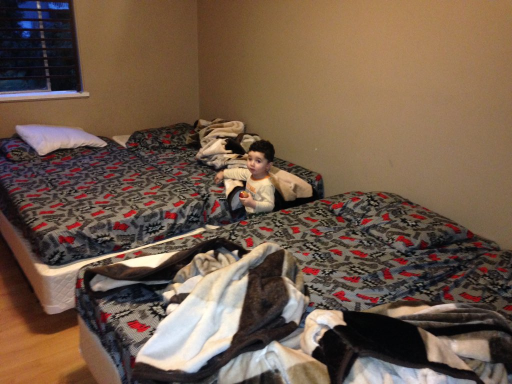 Syrianrefugee Family Of 7 In Surreybc 2 Bedroom Apartment 4 Kids Sleep In One Room Parents