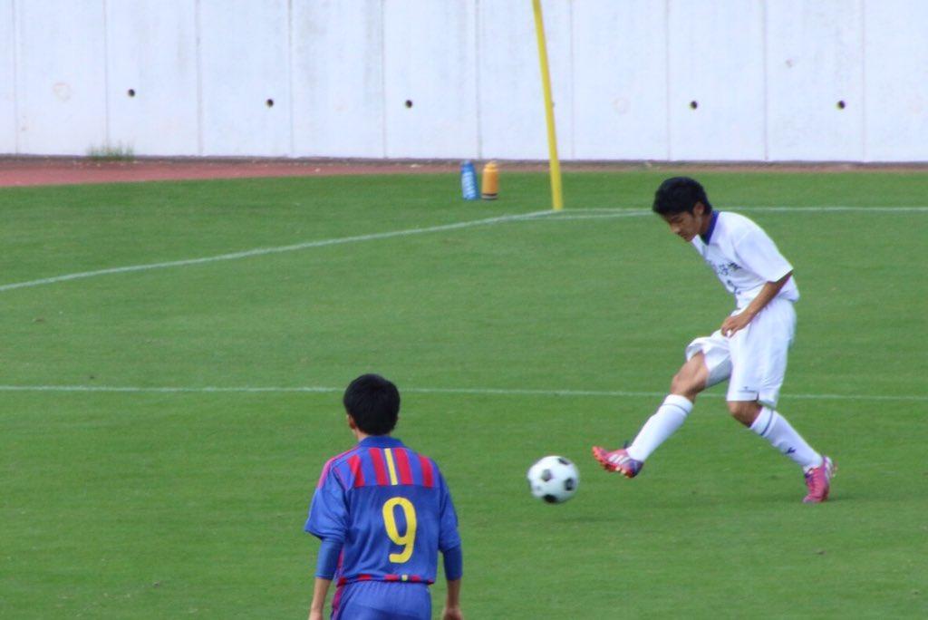 藤沢清流  印象的なのはボールを受けた瞬間にベンチから「縦に仕掛けろ!なんで仕掛けないんだ!行け!絶対縦に行け!」という相手にバレバレな中で仕掛けなければならない鬼のような指示が飛んでいたこと。  2 作田俊哉 (3年:横浜栄FC) https://t.co/tS7x9hmQ5n