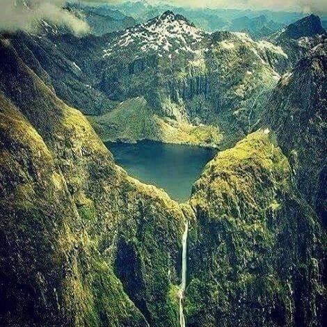 "Inilah yg dimaksud Butet sebagai ""proyek keberadaban"" itu. Gunung ini namanya Nemangkawi! #Lenyap https://t.co/UUFPpy3slr"